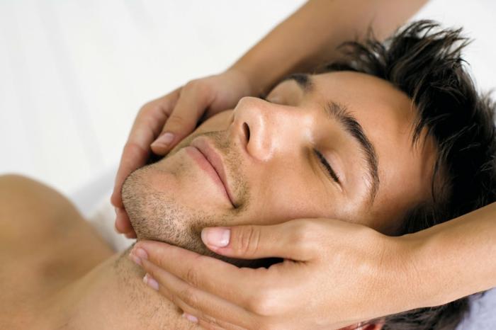 il est important de prendre soin de la peau et le visage