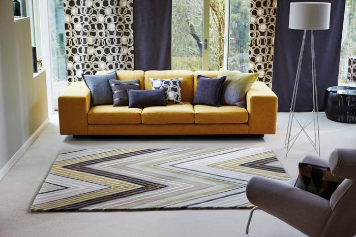 idées déco salon pour vous inspirer, combiner les coussins et les rideaux