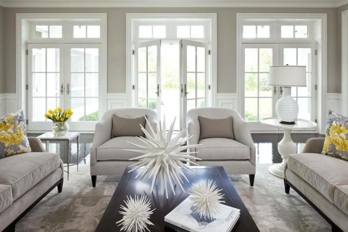 maison moderne d'intérieur en couleur taupe