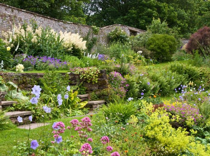 jardin à l'anglaise différentes fleurs