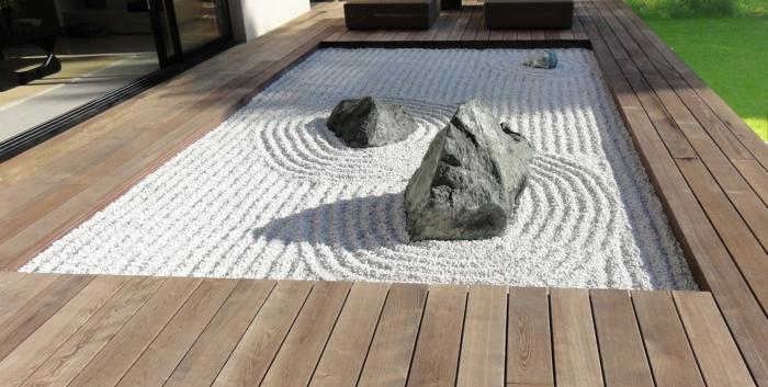 jardin zen avec sable et trois pierres