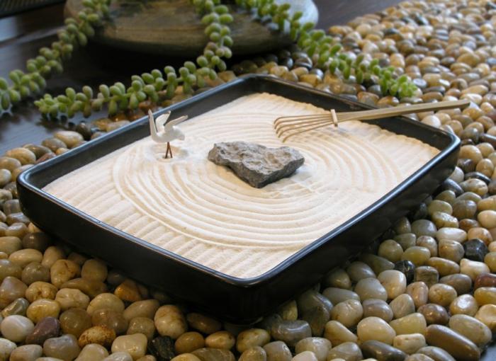 diy un jardin zen miniature pour d corer la pi ce et relaxer. Black Bedroom Furniture Sets. Home Design Ideas