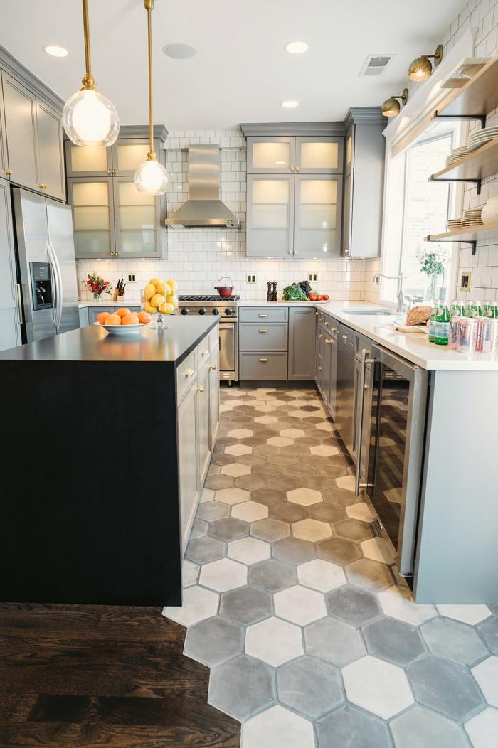 cuisine moderne avec un mélange parquet carrelage pour le sol