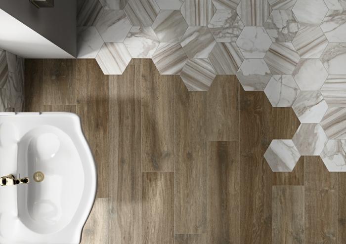mélange parquet carrelage pour une salle de bains moderne