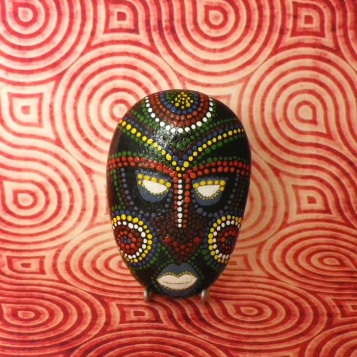 peinture sur galets masque