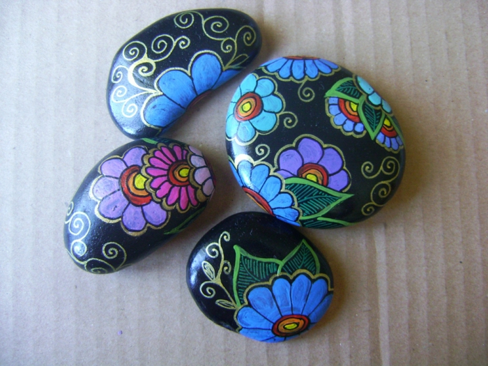 peinture sur galets fleurs