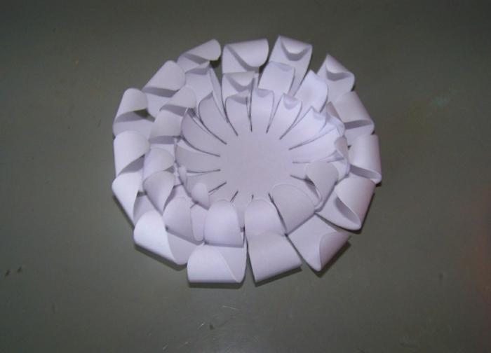 papier transformé en fleur
