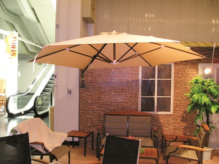 parasol fixé au mur