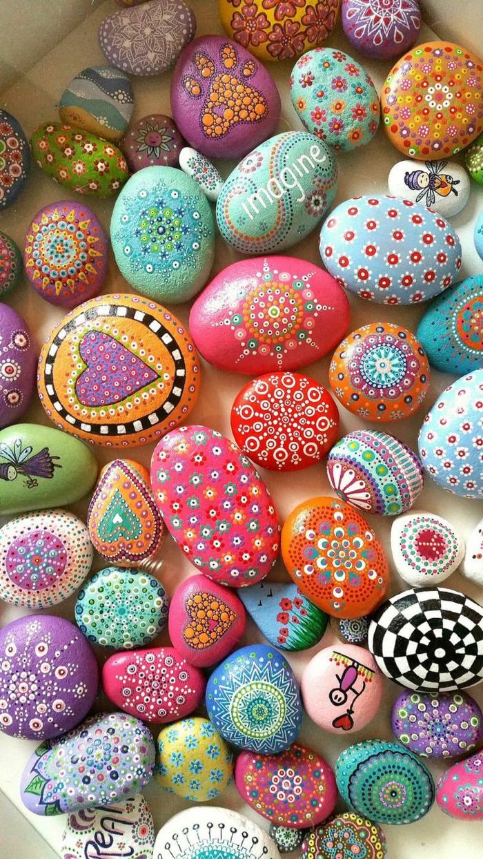 peinture sur galets pierres colorées avec mandalas