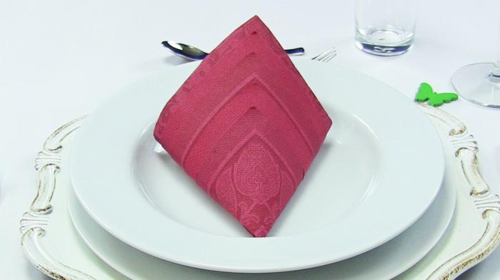 pliage serviette rouge