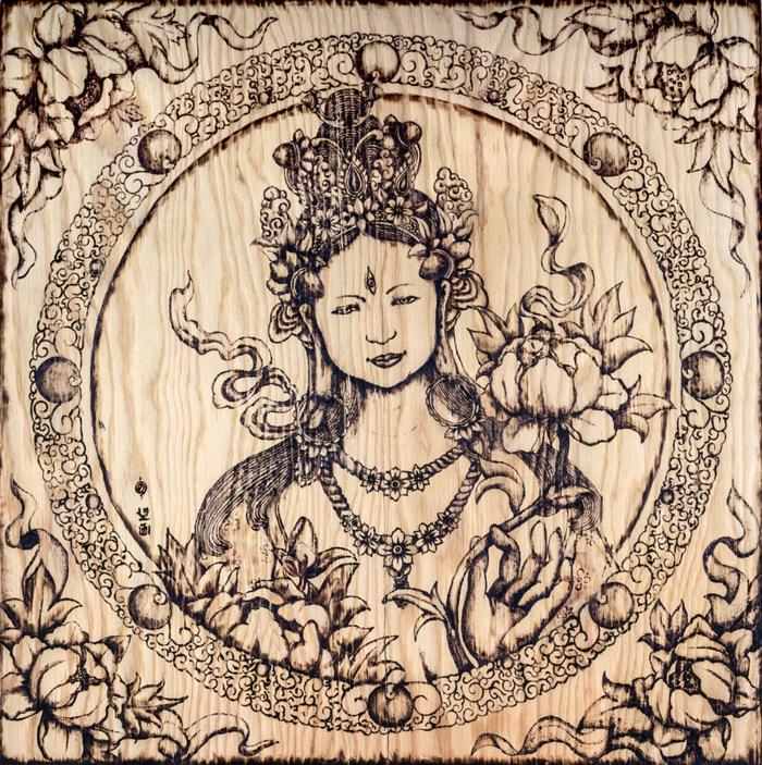 pyrogravure sur bois femme