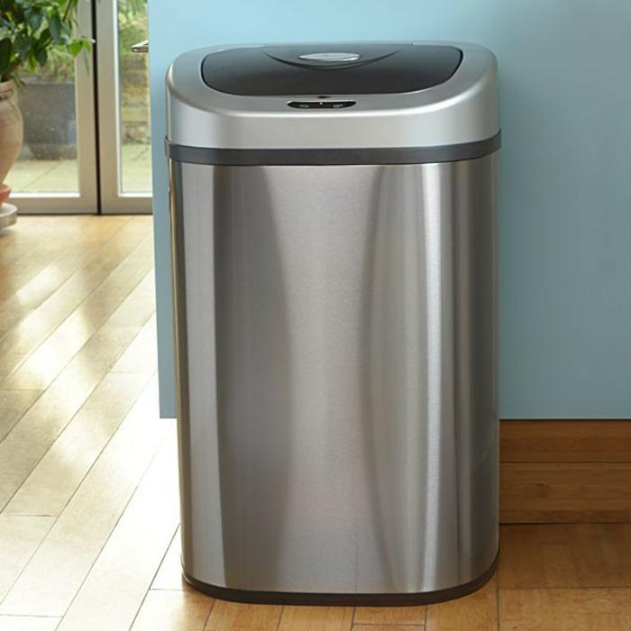 modèle poubelle de cuisine avec un sensor de mouvement