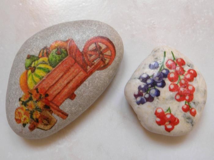 serviettage sur galets peinture sur galets