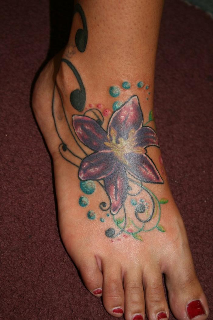 tatouage fleur de lys beaucoup d 39 id es de mod les. Black Bedroom Furniture Sets. Home Design Ideas