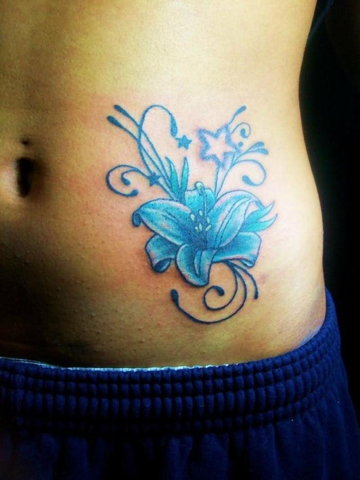 tatouage lys bleu