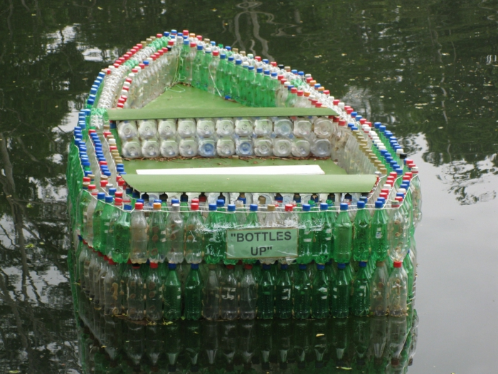 bateau de bouteille plastique