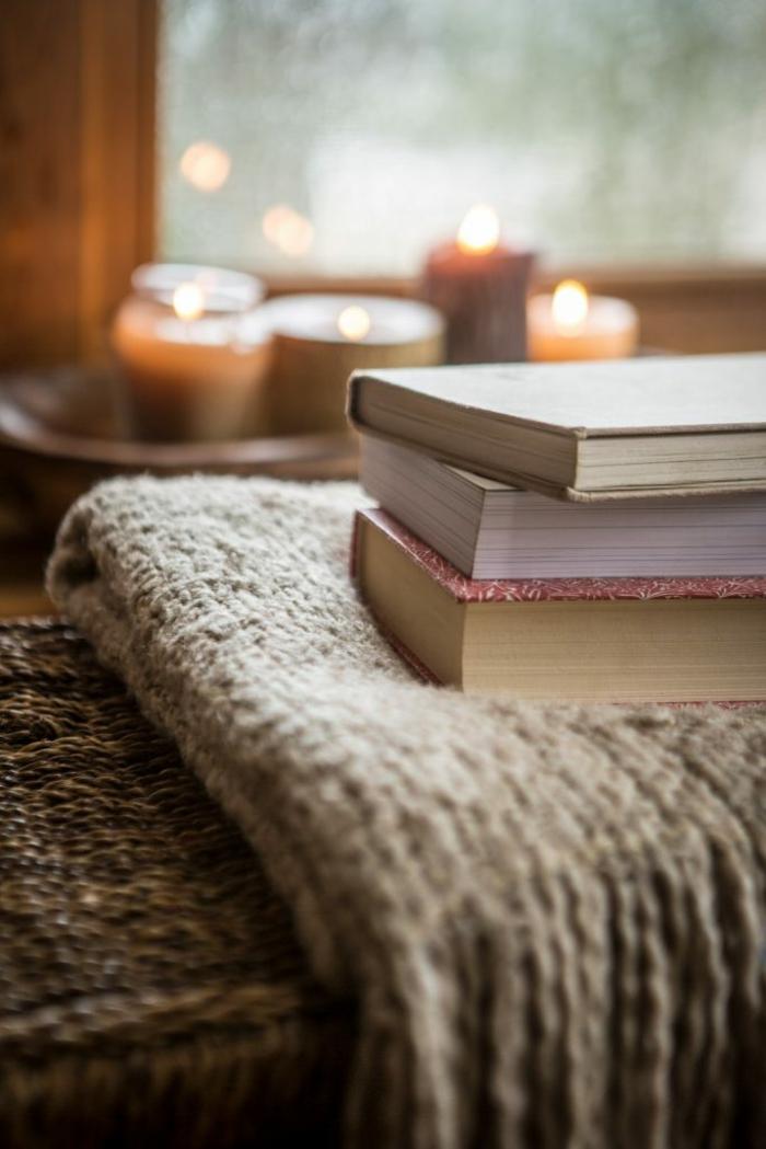 bougies livres couverture pour être hygge