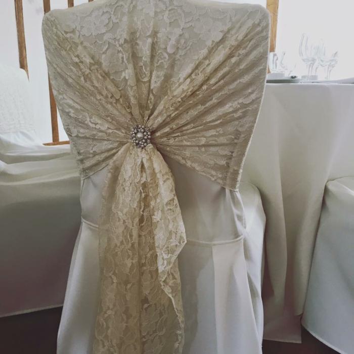 chaise déco dentelle -une décoration tendance