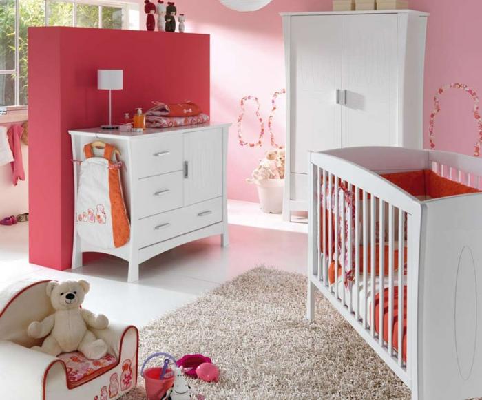 chambre bébé fille en rouge et rose