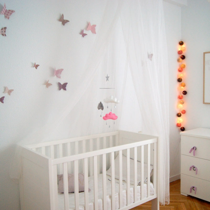 chambre bébé guirlande lumineuse déco