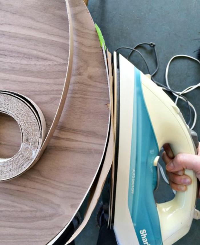 coller bande de placage avec fer à repasser