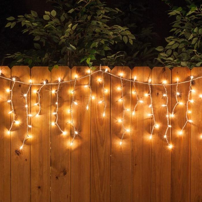 décorer la clôture guirlande lumineuse