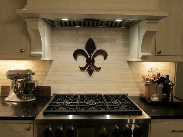 déco murale fleur de lys cuisine