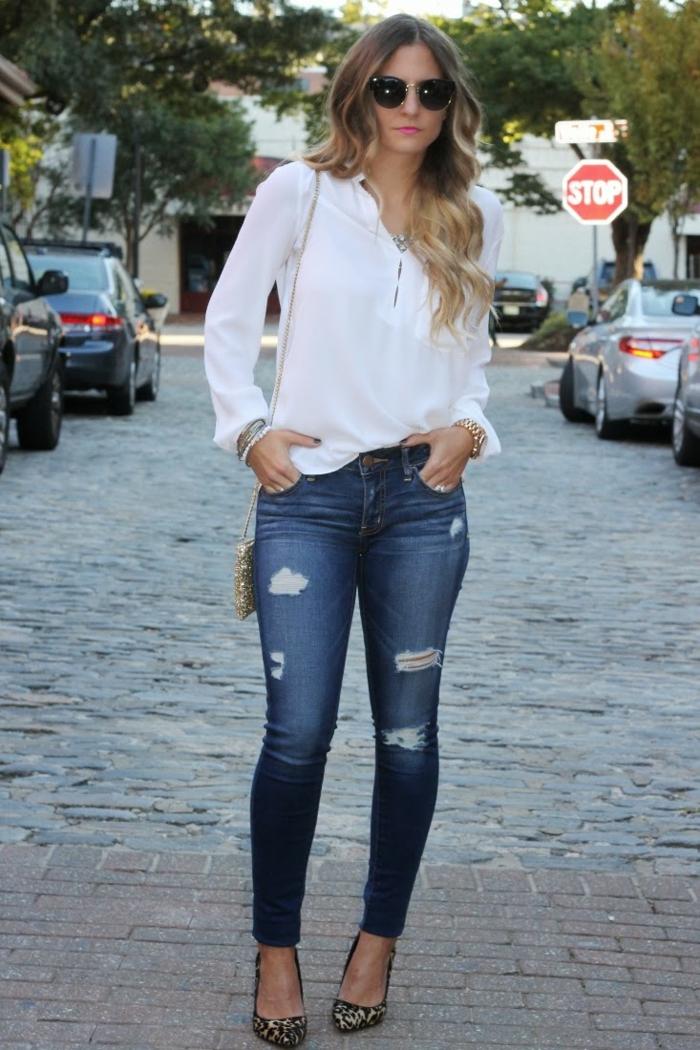jean skinny et chemise blanche femme