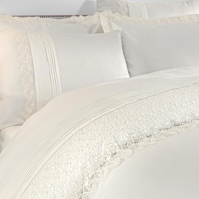 linge de lit avec dentelle- décoration tendance