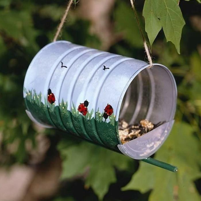 mangeoire oiseaux boîte de conserve