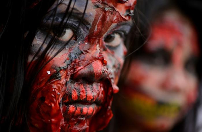 zombie maquillage pour célébrer Halloween