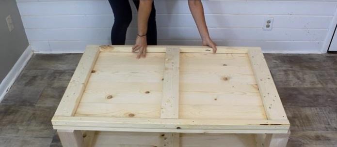 montage de planche de fond table en palette