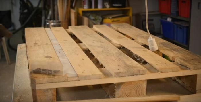 rangement de planches table basse en palette