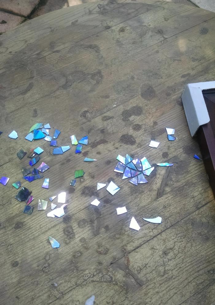table ronde déco dvd cassés