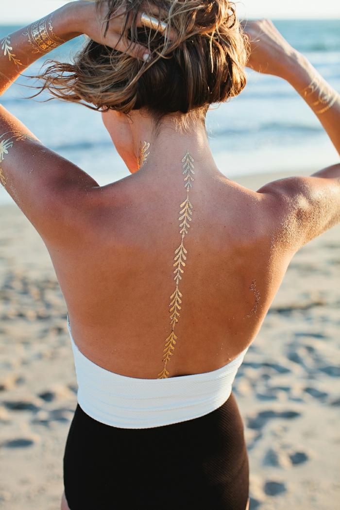 tatouage éphémère pour un look moderne sur la plage