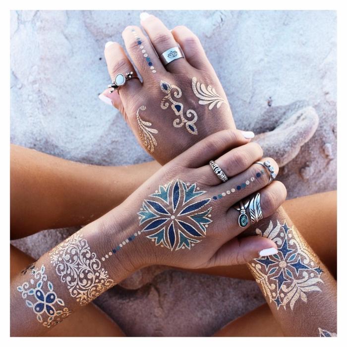tatouage éphémère doré et bleu