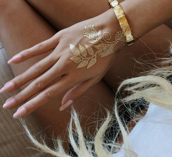 tatouage éphémère sur la main