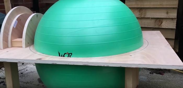 utiliser une balle de gym pour créer un four à bois