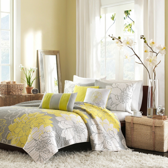 chambre à coucher en jaune couleur pour agrandir une pièce