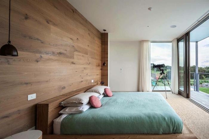 chambre moderne avec parquet stratifié sur le mur