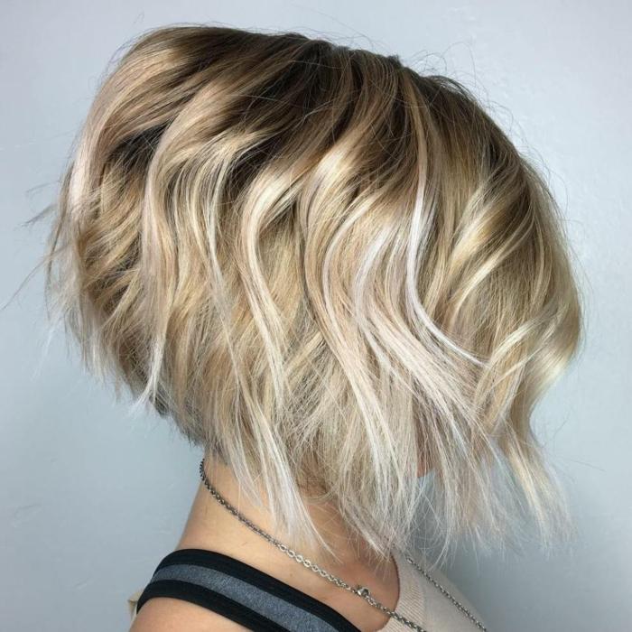 cheveux courts carré plongeant