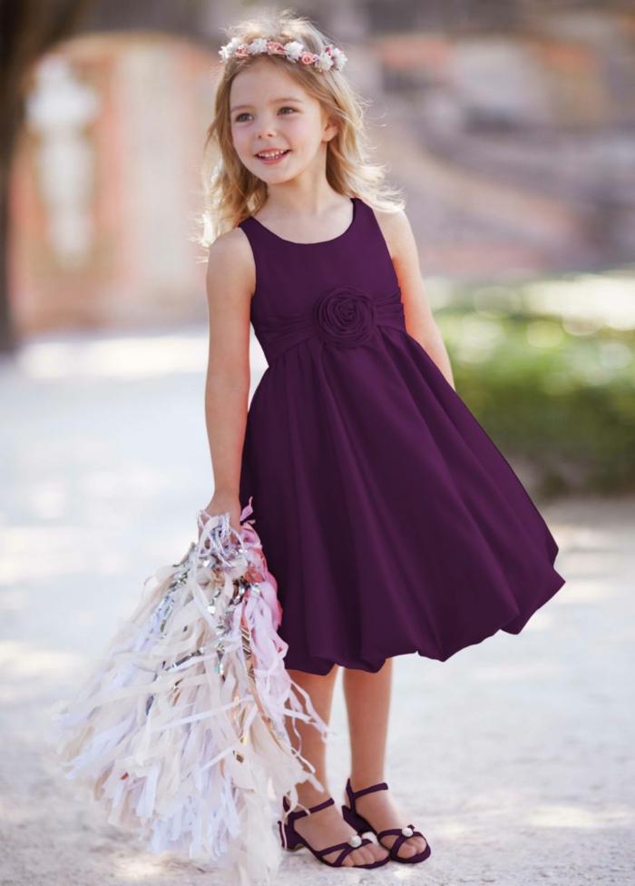 coiffure petite fille avec diadème en fleurs