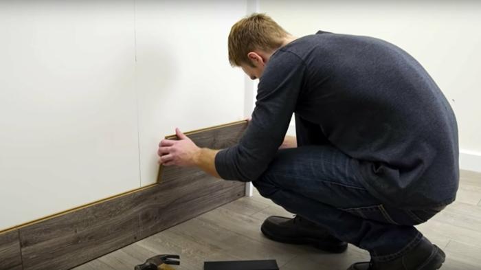comment fixer le parquet stratifié sur le mur