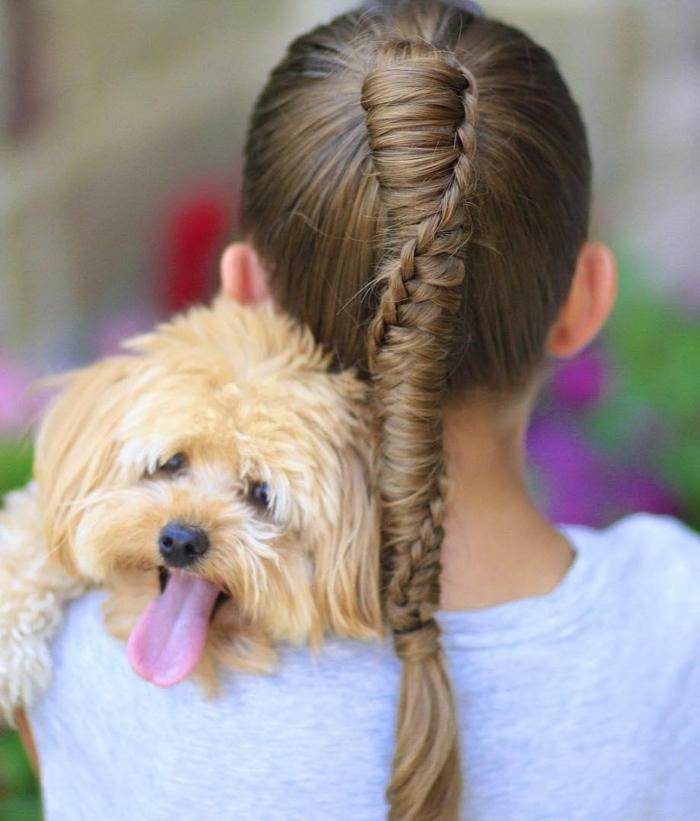idée coiffure petite fille - tresse et queue de cheval