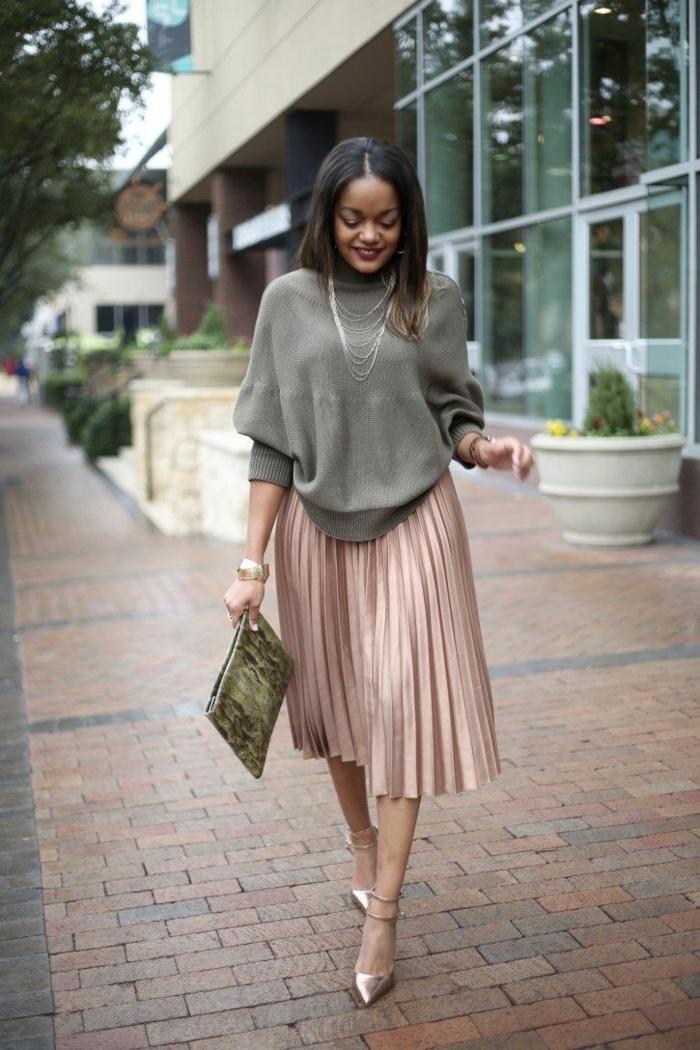 jupe plissée avec pull oversize