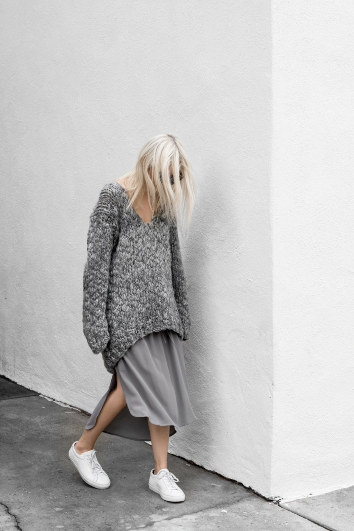 mode femme pull oversize et baskets