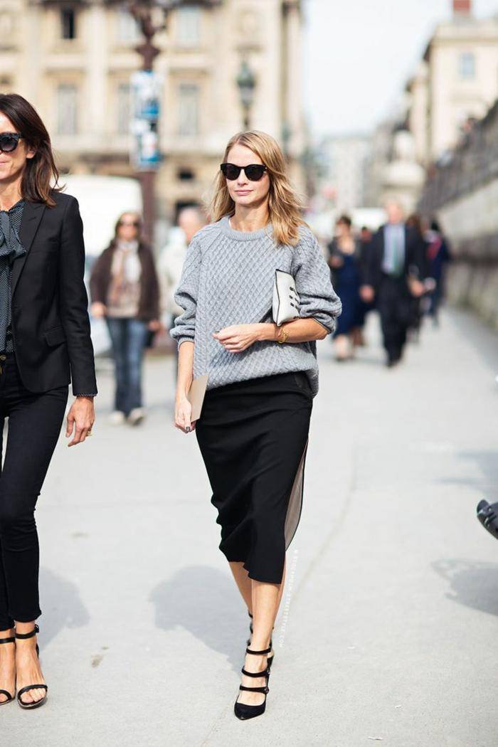 pull oversize et jupe porter au bureau
