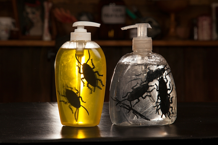 savon liquide avec des insectes halloween
