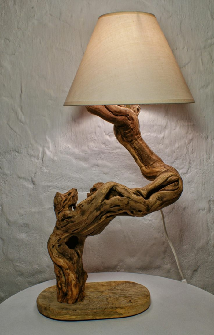 sculpture de bois flotté lampe