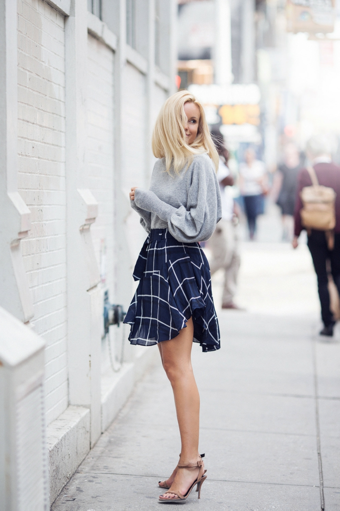streetstyle pull oversize et jupe
